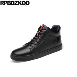 Skate 46 zapatillas de deporte de hip hop de cuero genuino negro tamaño  grande invierno 11 zapatos de marca de lujo para hombres entrenadores de  diseño de ... 3106b75efb7