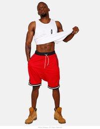 2019 oeillets de vêtements Hommes Shorts Sports Mesh Eyelet Vêtements Pour Hommes Shorts Suspendus Casual Respirant Lâche Cinq Pantalons Hommes Plat Longueur Au Genou Lâche Pantalon oeillets de vêtements pas cher