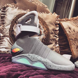 Merletti in nylon online-2018 auto allacciatura scarpe schermo Designer Air mag Torna agli uomini di modo di marca futuro McFly LED Sneakers McFly lusso Grey Stivali donna MAGS
