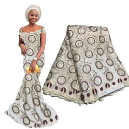 Femmes africaines nigériennes robes en Ligne-Dernières Africain Dentelle Tissu Français Broderie Nigérian Dentelle De Haute Qualité Maille Dentelle Tissu Lourd Perlé Pour Femme Robe