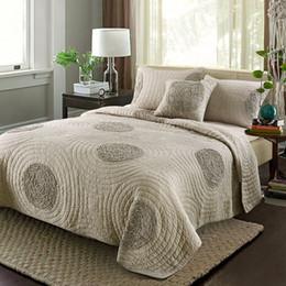 Bestickte tagesdecken online-Europa Bestickt Quilt Set 3 STÜCKE Feste Bettwäsche Baumwolle Quilts Gesteppte Tagesdecke für Bettbezüge Tagesdecke King Size Bettdecke Set