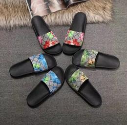2019 verde peep toe flats Alta qualidade Designer de luxo Mens Womens Verão Borracha Sandálias da praia Deslize Moda Scuffs Chinelos Sapatos de interior