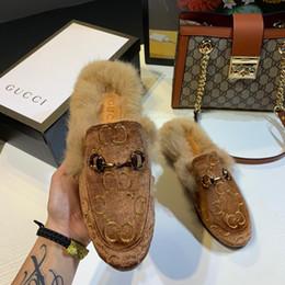Nueva llegada de lujo para mujer zapatos casuales diseñador bordado invierno mantener el cabello cálido marca moda interior al aire libre zapatillas Flip Flop GI99101CE desde fabricantes