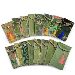 Bolso de seda hecho a mano chino online-Cuentas recogidas bolsas de regalos con Bell 17x9cm bolsas de la joyería del rectángulo hecho a mano chino de la borla de brocado de seda Lucky