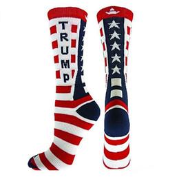 Новый дизайн Trump полосатые носки хлопчатобумажные носки для писем Мужчины Женщины Вязание Шить Экипаж Носки Мужские чулки оптом cheap wholesale unisex stripe socks от Поставщики оптовые однополые полосатые носки