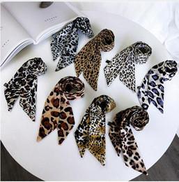 piccola sciarpa di seta Sconti Le donne eleganti piccola sciarpa di seta leopardo nastro stampato fazzoletto da collo fascia cravatta a fascia vintage morbido moda accessori caldi