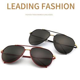 9cb75e96df 2019 Nuevos hombres policiales color película polarizada gafas de sol 1704  personalidad rana espejo moda gafas de sol gafas de conductor de moda