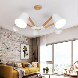 Canada Chandeliers noirs blancs modernes pour le couloir réglable en métal Lamparas de techo couloir E27 appareils d'éclairage en bois d'intérieur cheap white wood chandeliers Offre