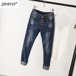 Krawatte jeans blau online-2019 Blau Grundlegende Skinny Jeans Frauen 4 Tasten Fliegen Tie Dye Jeans Lässige Denim Zerkratzte Jeans Streetwear Plus Größe 5XL