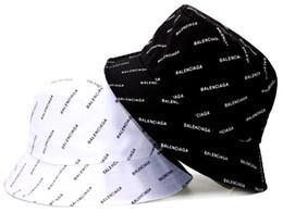 Cappelli di cloche femminili online-Cappellino a secchiello da lettera in pelle per uomo donna Cappellino pieghevole a farfalla da uomo nero per donna