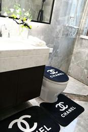 Diseños de aseo online-Aseo amortiguador de la cubierta del inodoro práctica Escenografía alfombras de baño 3 Piezas hotel conjuntos de baño antideslizante familia de alfombras de baño Decoración Alfombra B3