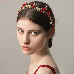 182b4bcec64a7b Jonnafe Gold Leaf Hochzeit Haarschmuck Red Floral Frauen Prom Kopfschmuck  Braut Haar Krone Stirnband Brautjungfer Schmuck günstig gold prom stirnband