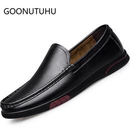 a639692281f5 2019 nouveaux hommes chaussures casual cuir véritable vache mocassins mâle  classique noir slip sur chaussure homme chaussures de conduite plat pour  vente ...