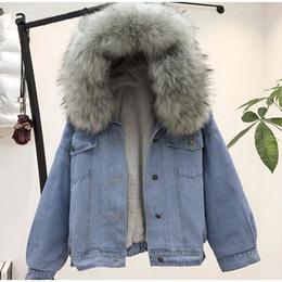 Chaquetas de invierno con capucha de piel de mujer online-Chaqueta de jean para mujer Chaqueta de jean de invierno gruesa Cuello de piel sintética Vellón con capucha Abrigo de mezclilla Mujer Denim caliente Outwea