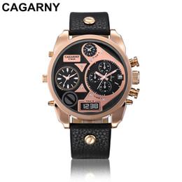 наручные часы Скидка CAGARNY Модные мужские кварцевые часы Luxury Sports Multi-Time Zone Отображение даты Кожаный ремешок Watch relogio masculino Femme Wrist