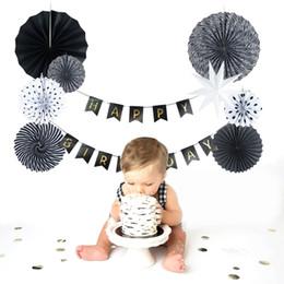 Ventilatore di lanterna online-(Nero, Bianco) Set di carta Decorazione Fan di carta Lanterna a pieghe per la festa di compleanno Nursery Baby Showers Garden Space Decor