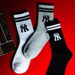 2019 marca de calcetines japoneses 2019 Tide brand calcetines nuevos hombres personajes japoneses calcetines largos de algodón tubo moda calle hip hop pareja calcetines rebajas marca de calcetines japoneses