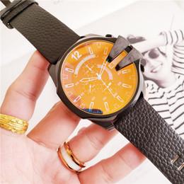 2019 мужчина часы хронограф известные бренды Новые Мужские Часы Известный Бренд Кварцевый Механизм Часы Часы Маленький Циферблат Мужские Часы Работы Поляризованное Стекло Кожаный Ремешок Montre De Luxe Часы скидка мужчина часы хронограф известные бренды