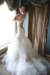 flouncing vestido de noiva ruffle Desconto Backless Sereia 2019 Vestidos de Casamento Pêras Sheer Neck Lace Applique Trompete Vestidos De Noiva Sem Mangas Sweep Train Naama Anat Vestido De Noiva 13