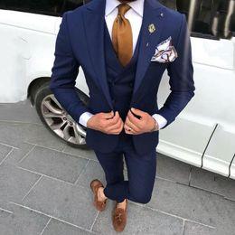 2019 trajes de fiesta diseñados para hombres Últimos diseños de pantalón de abrigo Azul marino Trajes de hombre para boda Prom Hombre Blazers Novio Esmoquin Terno Masculino Traje Homme 3 piezas rebajas trajes de fiesta diseñados para hombres
