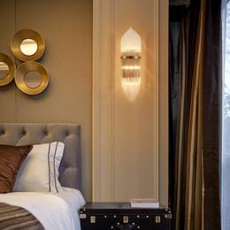 Cristal clásico para sala de estar online-Creative Golden Luxury Sala de estar interior Lámpara de pared de cristal Lámpara de noche Led Post Modern Classic Hotel Pasillo Pasillo Luz