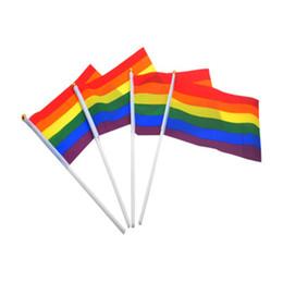 Drapeau de main de 21 cm en Ligne-14 * 21cm drapeaux arc-en-ciel lesbiennes LGBT coloré drapeau national arc-en-ciel pour le monde Polyester agitant des drapeaux bannières drapeau