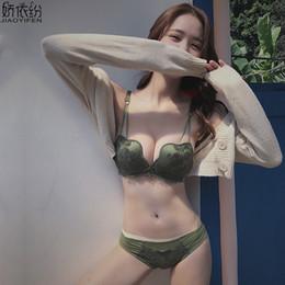 f4001b005 Moda W Copo Mulheres Underwear Confortável Push Up Bra Set Sexy Lace Bordado  Splice Petal Wire Livre Jovem Menina Conjuntos de Lingerie