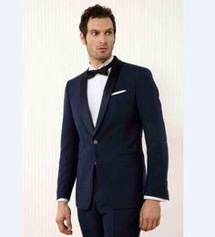 Padrinos de boda esmoquin azul marino online-Custom Made Groomsmen Shawl Black Lapel Groom Tuxedos azul marino trajes para hombre mejor boda hombre (chaqueta + pantalones) B803