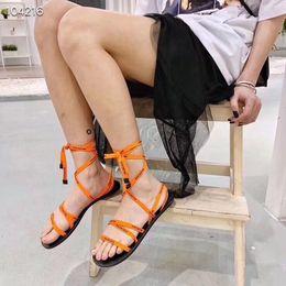 Wholesale 2019 estilo de la moda de las mujeres talones planos de encaje alpargatas zapatos de cuero sandalias casuales de impresión de goma zapatillas Flip Flop