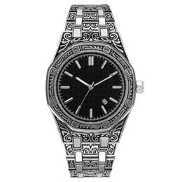Reloj para hombre barato online-Venta caliente para hombre Reloj de lujo Royal Oak Offshore Caja grabada Relojes de diseñador de acero inoxidable Movimiento de cuarzo Reloj deportivo Venta barata