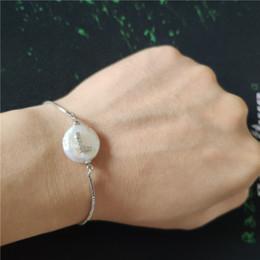 braccialetto di fascino piatto Sconti iniziale 26 alfabeto lettera nome charm naturale perla d'acqua dolce perla perlina braccialetto di collegamento personalizzato per le donne gioielli quotidiani