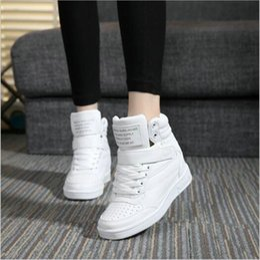 Zapatillas de deporte de mujer online-2018 Diseñador de otoño Cuñas Zapatillas de plataforma blancas Zapatillas de mujer Cuero Negro Zapatillas altas rojas para mujer Zapatos de aumento de altura oculta