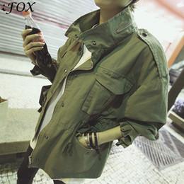 Chaqueta militar de estilo militar verde online-2019 Mujeres Oversize Army Green Jacket Epaulets de estilo militar Embellecido Moda Coreana Chaquetas sueltas Streetwear Y190827