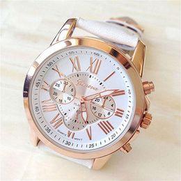 2e3d7c04c5a Relojes de mujer caliente Nueva moda para mujer Ginebra Números romanos  Cuero de imitación Reloj de pulsera de cuarzo Señoras Reloj femenino Relogio  ...