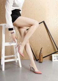 Kadınlar Için 2019 Perçinler Yüksek Topuk Sandalet İlk Katman Deri Ayakkabı Yüz Koyun Astar Koyun Ped Ayaklar Pompalar 8.5 cm nereden