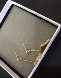 Brincos gota designer on-line-Moda popular Alta versão cor de ouro gota brinco para senhora mulheres Designer de jóias para a Noiva Com saco de flanela logotipo