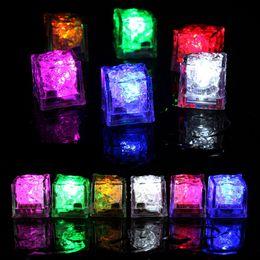 Sensor de gelo on-line-Flash LED colorido dos cubos de gelo DIY Sensor de água multi cor mudar Partido LED Natal Luz cubos de gelo Xmas Decor LJJA3265