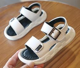 2019 lichtstrang weiß Sommer Baby Jungen und Mädchen Leder Sandalen Kinder Hausschuhe Licht Schuhe Strand Schuhe Mode Schuhe Kinder Sandalen Schwarz + Weiß 2 Paar rabatt lichtstrang weiß