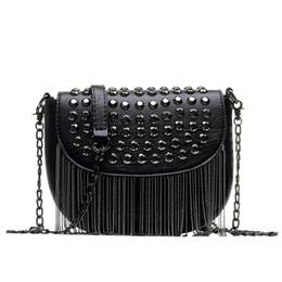 bd5ce35dbd5a Новые женские искусственные кожаные сумки кисточкой модельер черный ведро с  цепочкой сумки на ремне женщины сумка