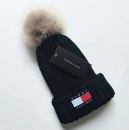 Argentina Unisex Marca Mon Fleece Sombreros Invierno Piel de punto Poms Beanie Label Fedora Cable de Lujo Slouchy Skull Caps Moda mujer AA563 Suministro