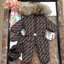 Ropa de invierno para bebés online-Escudo de bebé prendas de vestir exteriores de las muchachas de los mamelucos de la nieve ropa de invierno mono del bebé Enfant de esquí con capucha de zorro grande de los niños de piel Traje para la nieve