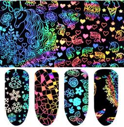 Holografik Nail Art Transferi Etiketler Gül Kelebek Yangın Çiçek Desen Nail Art Sticker Isı Transferi Dekorasyon Çıkartması 8 adet 1 takım KKA6409 nereden