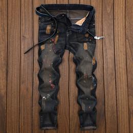 nastri stampati Sconti Stampa New Fashion Denim Uomo Stretchy Strappato Skinny Pants Biker Jeans Destroyed Taped Slim Fit Hole Denim Pantaloni Long For Male