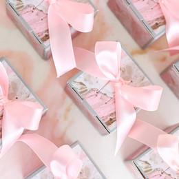 Caja de dulces día dulce online-50PC sweet day Pink Wedding square Candy Box Birthday Baby Shower free ribbon Cajas de regalo de chocolate Recuerdos de fiesta Favores de los invitados