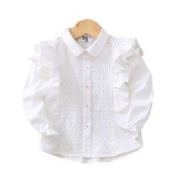 Blusas da luva do flutter camiseta on-line-Bordado Flor moda Lace Flutter Sleeve menina Camisas 2020 Primavera New Infantil de mangas compridas Crianças blusa branca