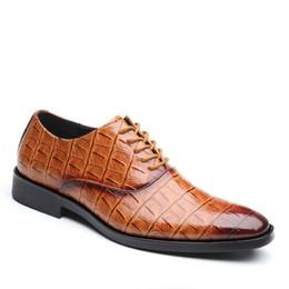 2e272a82ec00fb High-End-Marke Außenhandel grenzüberschreitende große Schuhe Herren  Business-Anzug Lederschuhe Männer britischen Stil Top Freizeit günstig  britische ...
