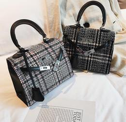 2019 style de célébrités Vente marque femmes sac à main hiver nouvelle laine plaid sac à main célébrité style en trois dimensions forme Kelli sac mode sac à bandoulière épaule style de célébrités pas cher