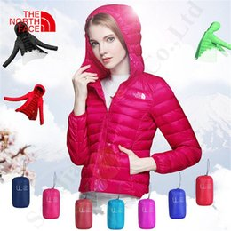 Ropa ligera de las mujeres online-Escudo El invierno de las mujeres del Norte NF marca de fábrica abajo diseño ligero por la chaqueta Outwear Tops Cara Marca capucha Señora ropa de invierno NF C112605