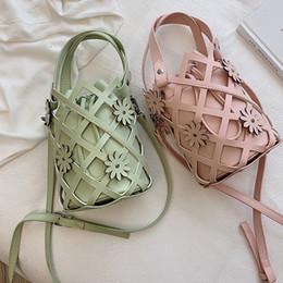 bolso de cuero con diseños florales Rebajas Summer Woven Hollow Out Flower Bucket Bags Bolsos de mujer String PU Leather Shoulder Messenger Bag Design Crossbody Sacs A Main