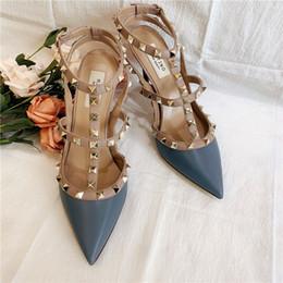2019 женские насосы Повседневная дизайнер сексуальная леди мода женщины насосы синий матовая кожа шипы обернуть ремешками slingback высокие каблуки сандалии обувь Стилет 9,5 см скидка женские насосы